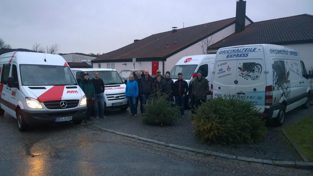 Die Junge Union mit ihrem Ortsvorsitzenden Tobias Beer (5. v. l.) am Sammelplatz beim Feuerwehrhaus