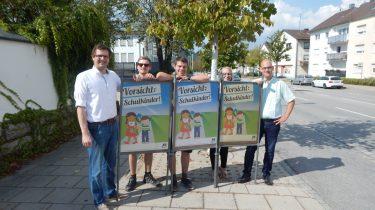 Junge Union Deggendorf stellt wieder Plakate zum Schulanfang auf