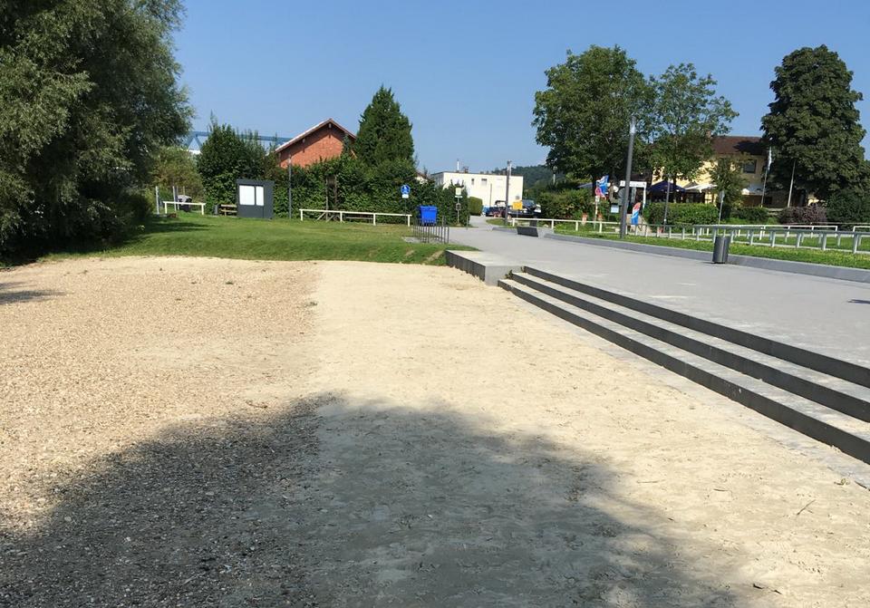 Hier soll auf Antrag der Jungen Union Deggendorf ein Beachvolleyballfeld entstehen