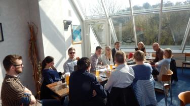 Die Junge Union diskutiert im Café Bredl mit der Jugendbeauftragten Renate Wasmeier über Jugendpolitik